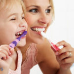 ¿Cómo conseguir unos dientes blancos sin pasar por el dentista?