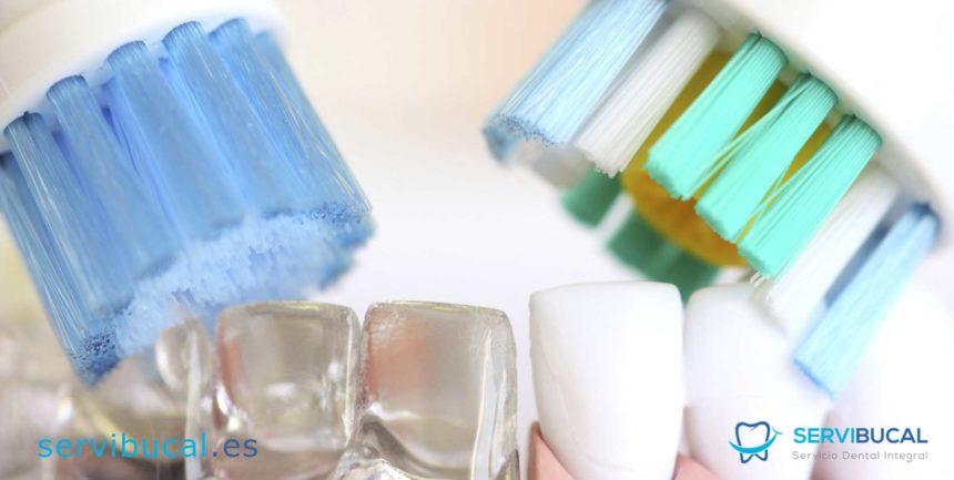 Qué tipos de cepillos dentales hay y cuáles utilizar en cada caso