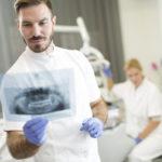 ¿Qué es anquilosis dental?