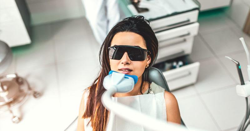 ¿Cómo mantener tu blanqueamiento dental en casa?