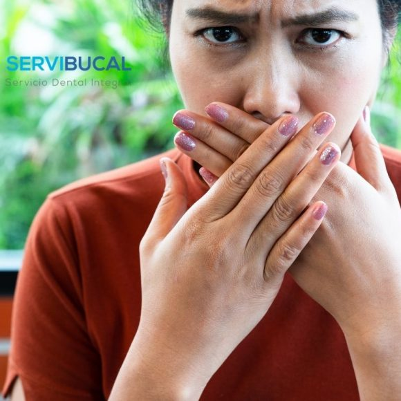 ¿Sabes cuáles son las causas de la halitosis más comunes?